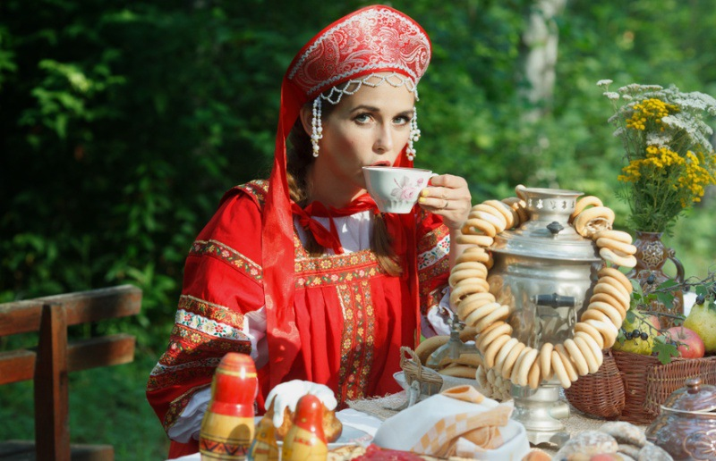 Datingwifes: Russian girl in traditional outfit, dating russian woman